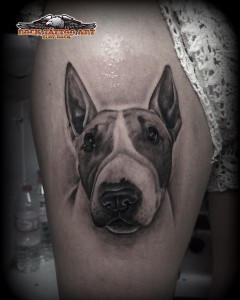 Tatuaje retarto perro animal black and grey